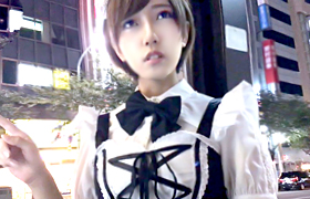 【コスプレエロ動画】メイドコスで呼び込みしてた隠れ巨乳美少女と個人撮影