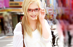 【コスプレエロ動画】地味眼鏡なオタク外国人とメイドコスプレでエッチ!