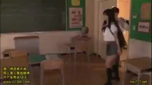 【コスプレエロ動画】グラマーなグラビアアイドルとJKコスプレでヤる!