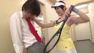 【コスプレエロ動画】激カワで巨乳なテニス部の先輩と学校でコスプレH