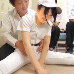 【コスプレエロ動画】紅一点の野球部女子が部室でレイプされる...