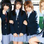 【コスプレエロ動画】けいおん!コスプレのJKを通学バスで痴漢レイプ!
