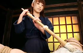 【コスプレエロ動画】剣道着の痴女に責められて男の潮吹きまでさせられた…