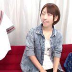 【コスプレエロ動画】ショートカットの女子大生がマジックミラー号で制服コス痴漢プレイ!