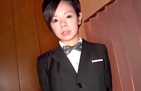 【コスプレエロ動画】ちょいブスだけど妙にエロいボーイッシュ男装素人と3P