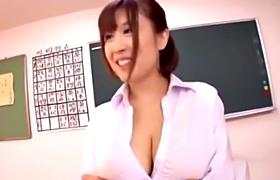 【コスプレエロ動画】気に入った教え子をパイズリしまくる変態女教師www