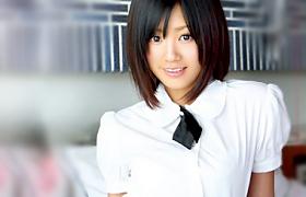 【コスプレエロ動画】制服が似合う過ぎる激カワJKに中出しするエロ動画