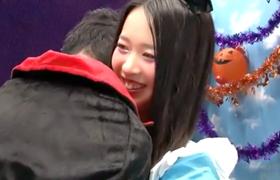 【コスプレエロ動画】ノリがいいコスプレ素人をナンパしてマジックミラー号で即ハメ!
