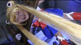 【コスプレエロ動画】セーラームーンコスの美少女がアナルを陵辱される!
