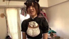 【コスプレエロ動画】童顔なのに巨乳なメイドが素人男性宅で...
