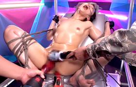 【コスプレエロ動画】正義の女戦士が拘束されて媚薬キメられドリルバイブで壊されるwww